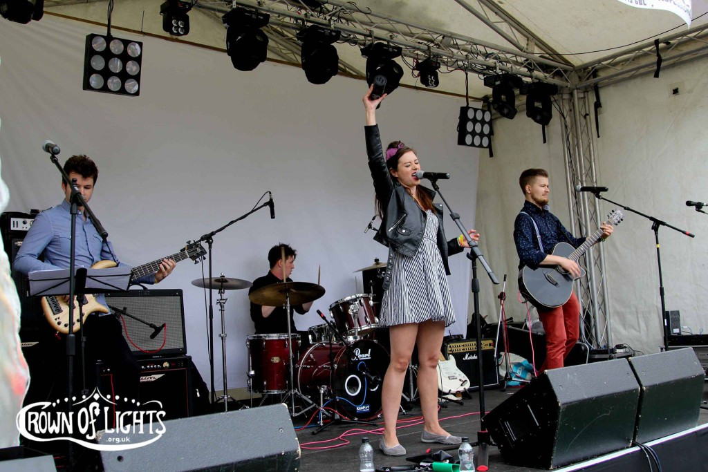 Issimo playing at HeckyFest 2015. (Image taken from Crown of Lights Facebook page)